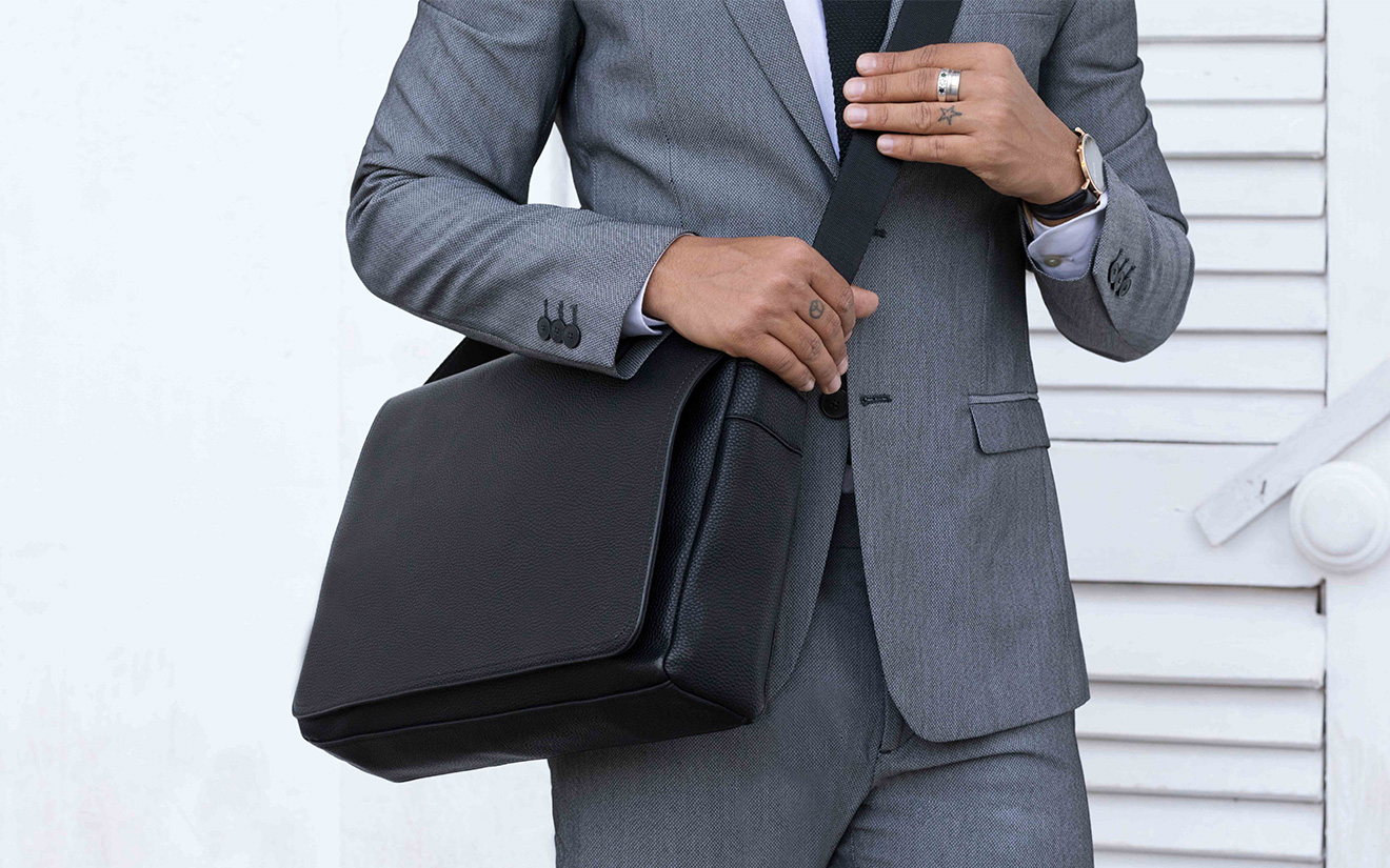 MESSENGER BAGS : DESK TO DINNER PIECE
